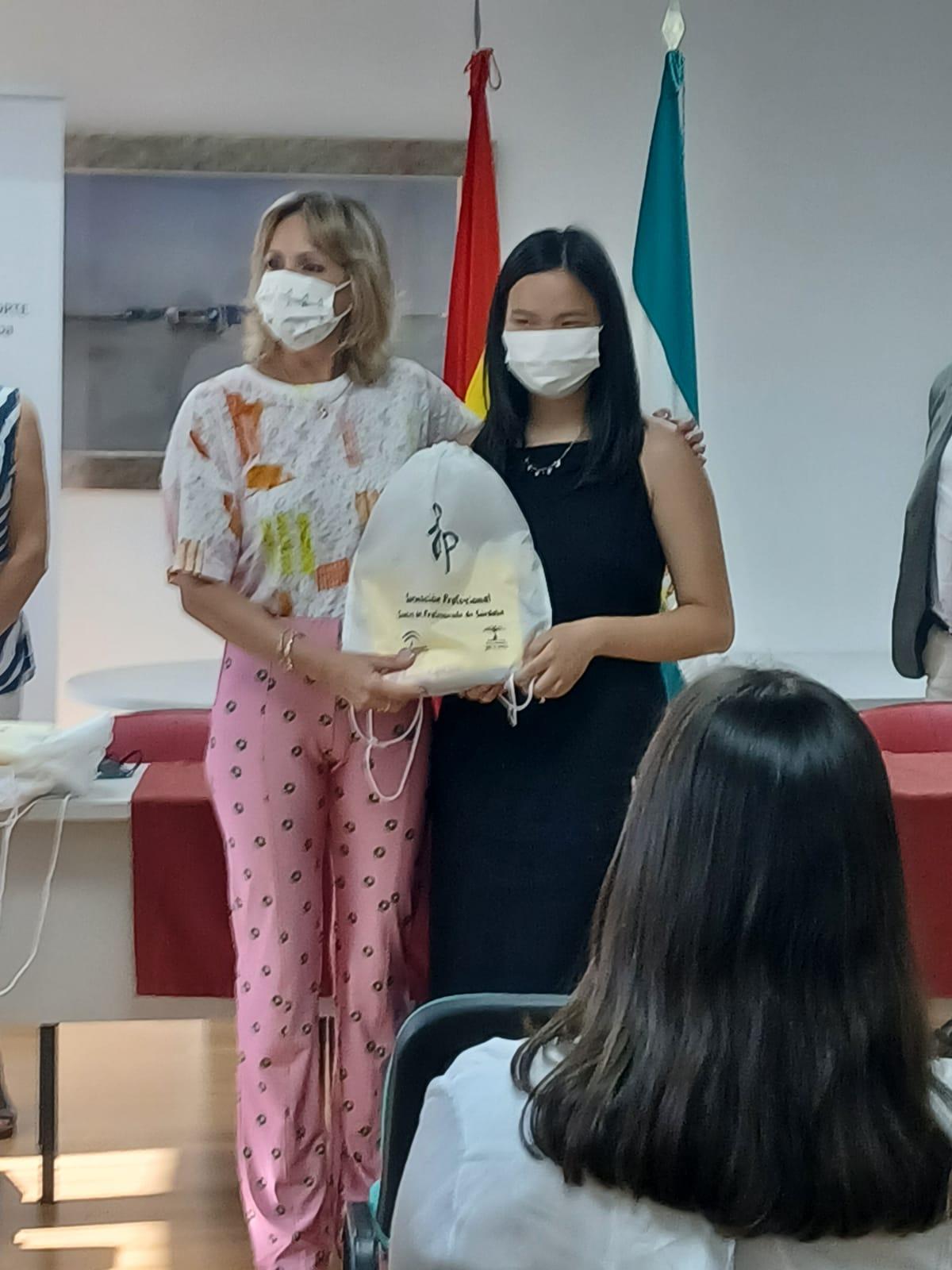Reconocimiento por parte de la Delegada de Educación a Elena Jin Chacón-Manrique